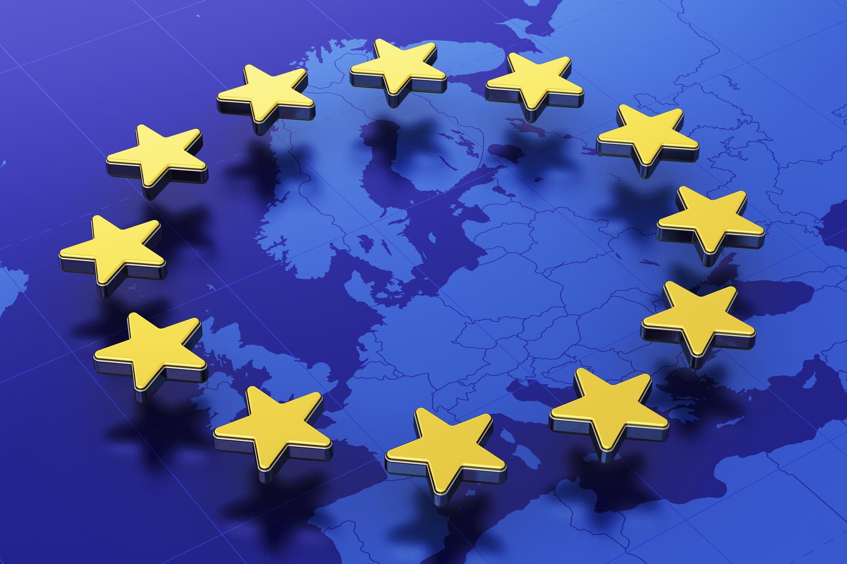 bandiera europea e cartina europea
