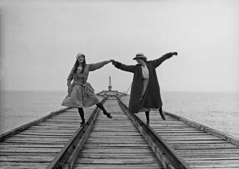 """Immagine Archi Alinari Mostra """"VERSILIA Ricordi di un'estate al mare 1880 - 1940"""""""
