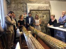 Fotografia degli esponenti che hanno partecipato al restauro delle due colonne del teatro di Elisa