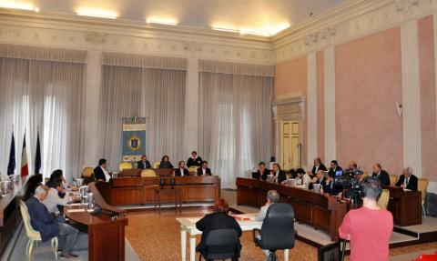 Immagine di repertorio del Consiglio Provinciale di Lucca riunito in Sala di Rappresentanza