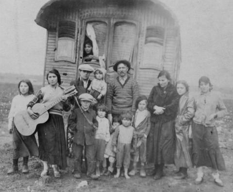 """Una delle immagini della Mostra """"Porrajmos, altre strade sul sentiero per Auschwitz"""""""