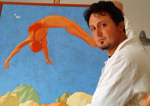 Marco Manzella con una sua opera