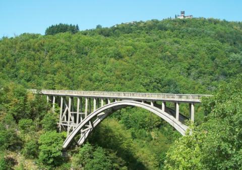 Il ponte Vergai a Villa Collemandina