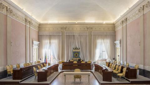 la sala del Consiglio provinciale a Palazzo Ducale