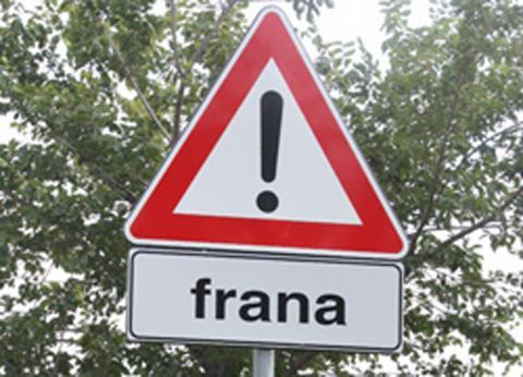 il segnale stradale di frana
