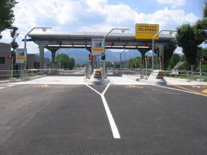 Immagine di un casello autostradale