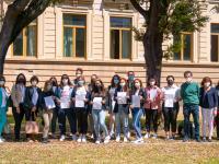 Gruppo di docenti, studenti, amministratori e funzionari che hanno preso parte al progetto UE