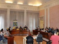 Foto del Consiglio provinciale di Lucca riunito in Sala di Rappresentanza a Palazzo Ducale