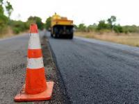 Lavori di asfaltatura di una strada