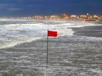uma mareggiata sulle spiagge di Viareggio (foto archivio)