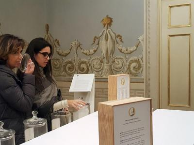Una delle sale del Percorso Olfattivo allestito a Palazzo Ducale