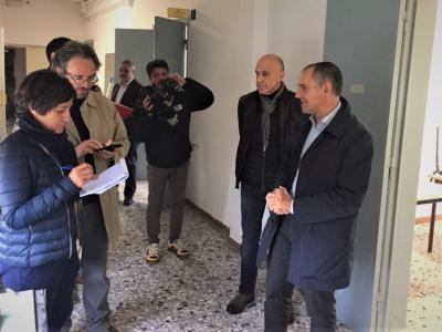 Un momento del sopralluogo con la stampa locale