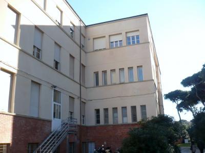 uno scorcio dell'ex Collegio Colombo che ancora ospita i laboratori del Marconi