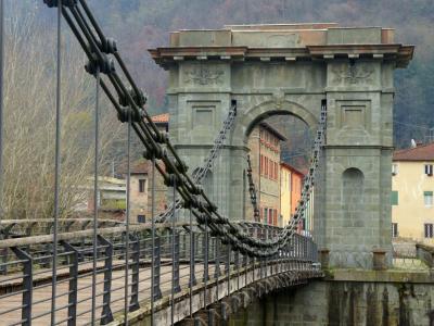 Un'immagine dello storico ponte a Fornoli