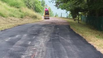 si asfalta la via Ducale