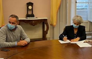 Ilaria Vietina firma il protocollo