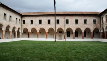 il chiostro dell'ex convento che ospita il Liceo musicale Passaglia di Lucca