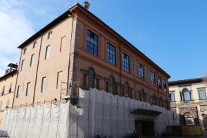 la scuola vista da Piazza del Giglio