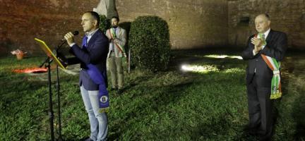 una foto di archivio delle celebrazioni sugli spalti delle mura di Lucca