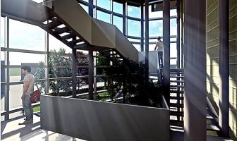 La hall centrale con le scale