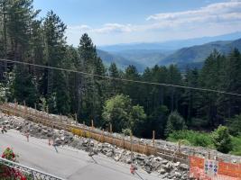 Fotografia del manto stradale al Passo Carpinelli nel comune di Minucciano