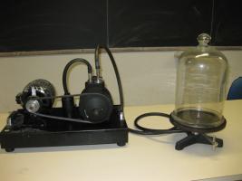 Pompa a vuoto con campana in vetro