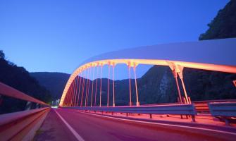 il ponte di Rivangaio colorato di rosa