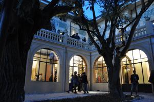 L'esterno della Villa di sera (archivio)